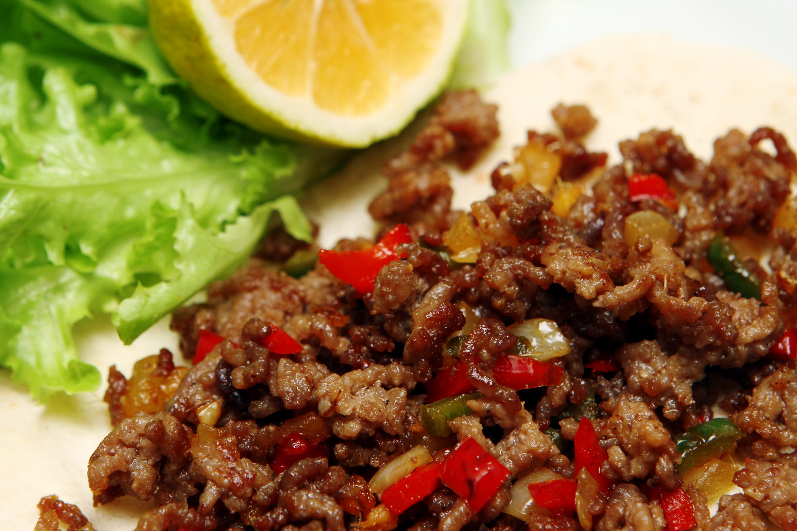 SPICY GROUND BEEF LETTUCE WRAPS